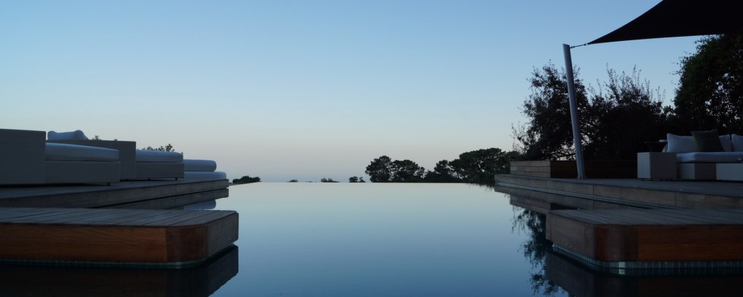 la zagelta infinity pool at sunset
